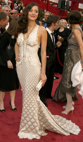 marion-cotillard-best-red-carpet-2008-02-24_183715992467